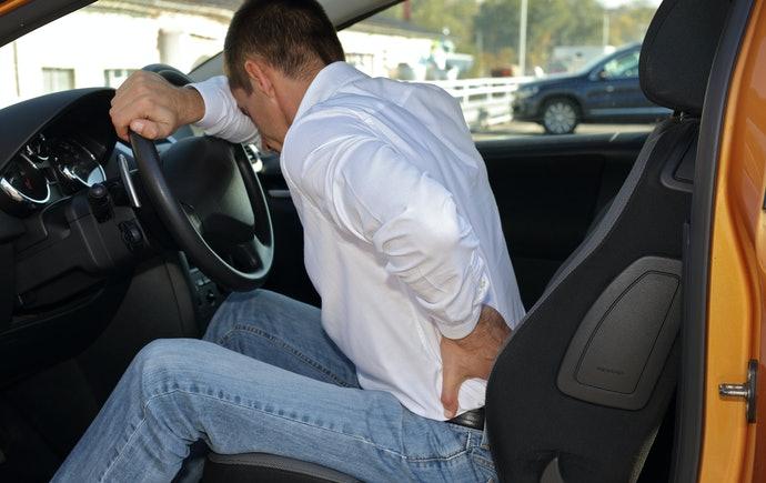 長時間の運転中に腰が痛くなる事ってありませんか?そんな時どの部分をストレッチしたら良いのか?